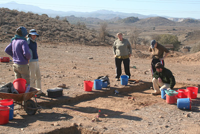 students on dig